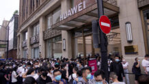 Huawei challenges Apple with a new flagship store in Shanghai, China