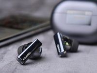 Huawei Freebuds Pro features dynamic noise reduction that adjusts to users' environment