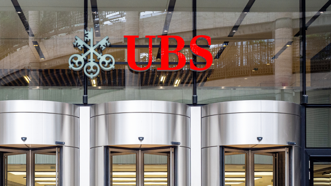 UBS Advises 'Stay Clear' of Cryptocurrencies — Warns 'Regulators Will Crack Down on Crypto'
